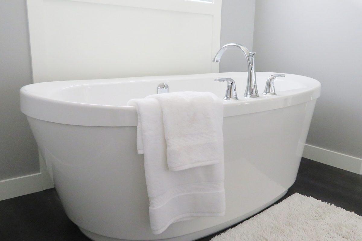 Urządzanie łazienki – wybór wanny