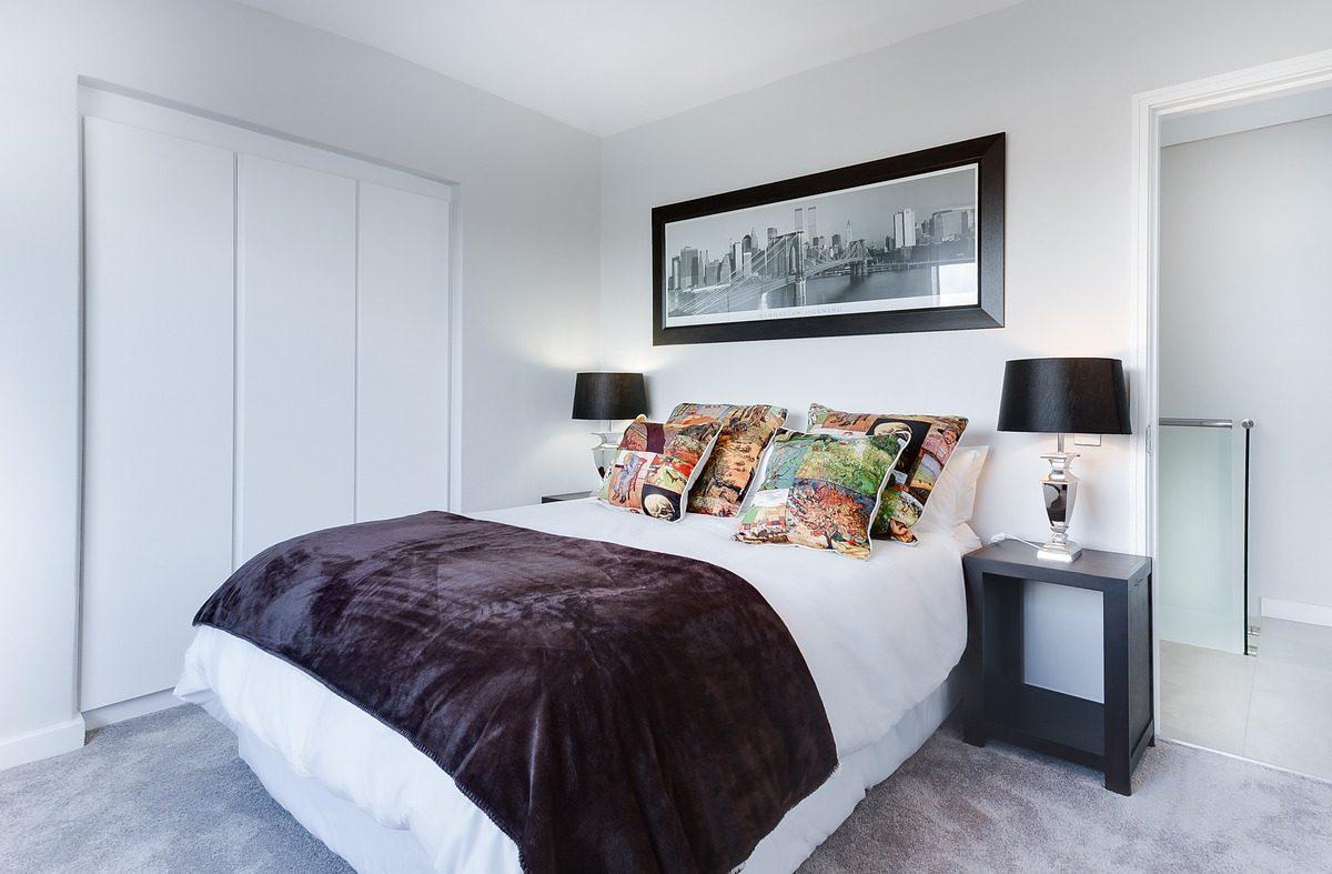 Tapicerowane łóżko: czy warto je kupić?