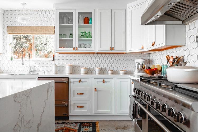 Kilka porad, jak znaleźć tanie meble kuchenne, które będą dobre jakościowo i będą modnie wyglądały