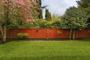 Wędzarnia ogrodowa – sposób na smaczne przekąski