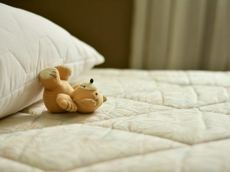 Jaki materac piankowy do łóżeczka będzie najlepszy?
