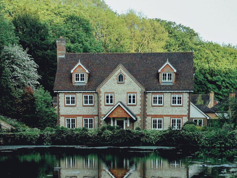 Tanie domy całoroczne – tak czy nie?